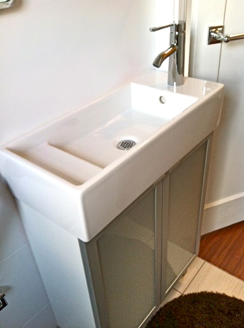 Bathroom vanities and sinks for small spaces with for Bathroom cabinets small spaces